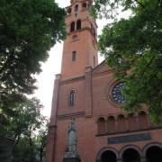 figura Matki Bożej przed kościołem św. Augustyna